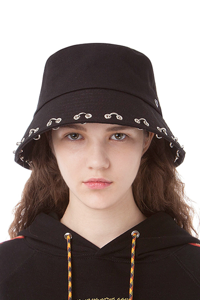 PUNCHED PIERCING BUCKET HAT (BLACK)